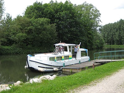 37-canal-boat.jpg