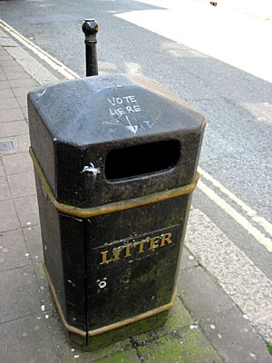 71-LONDON-Vote-here-LITTER.jpg